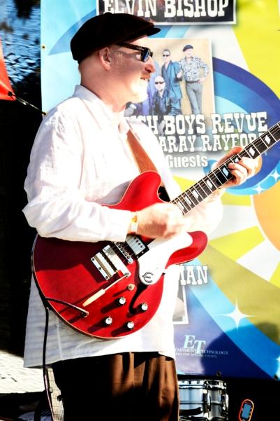 bluesFest_MannishBoys-guitarist_AveValencia