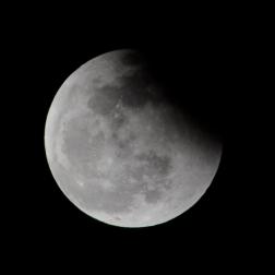 lunar eclipse, 1/4 earth shadow receding